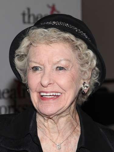 Elaine Stritch.- La aclamada actriz de Broadwaymurió el jueves 17 de julio en su casa enBirmingham,Michiganpor causas naturales. Tenía 89 años.