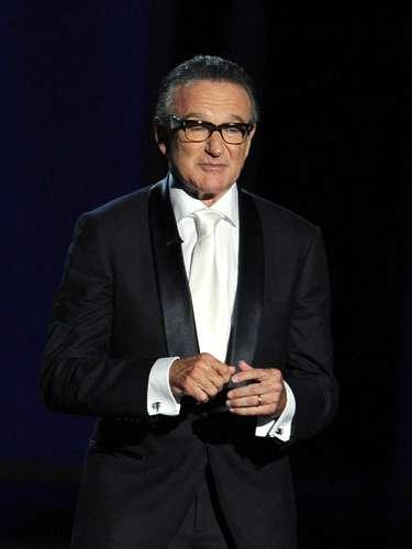 Robin Williams.- El famoso y adorado actor y comediante fue hallado muerto en su residencia de Tiburón, en el condado Marin, California, aparentemente a causa de un suicidio. Tenía 63 años. Según reportes policiales, falleció la mañana del lunes 11 de agosto del 2014.Williams ganó un Oscar en 1997 por el filme \