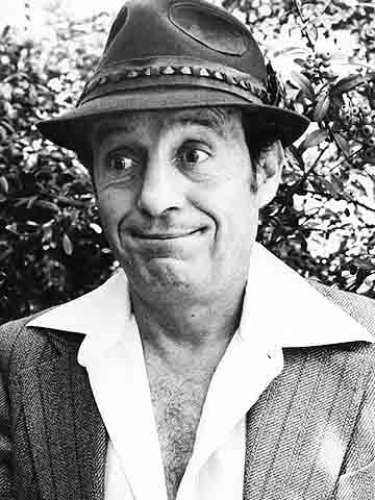 Roberto Gómez Bolaños.- El genial cómico mexicano 'Chespirito', murió la tarde del 28 de noviembre en su casa de Cancún en México. El legendario 'Chavo' tenía 85 años.