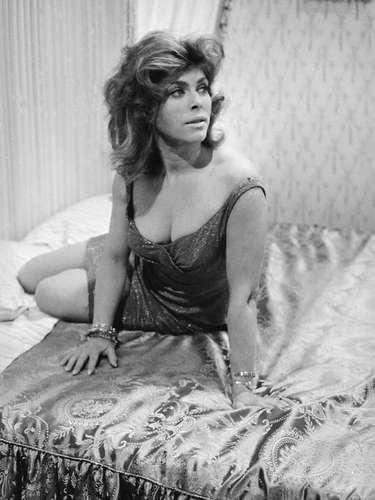 Billie Whitelaw.-Lactriz británica, quien fuera considerada en el mundo teatral como la mejor intérprete femenina de las obras de Samuel Beckett, falleció el 21 de diciembre de 2014 en Londres a los 82 años de edad, anunció su hijo Matthew Muller.