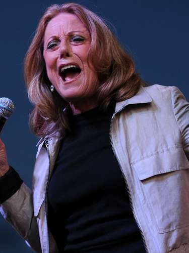 Lesley Gore, quien saltara a la fama a los 16 años con la canción 'It's my Party' (1963), murió por complicaciones derivadas de cáncer de pulmón el 16 de febrero de 2015. La noticia fue confirmada por Lois Sasson, su compañera sentimental por más de 30 años, quien anunció que la cantante falleció en un hospital de Nueva York a los 68 años de edad.