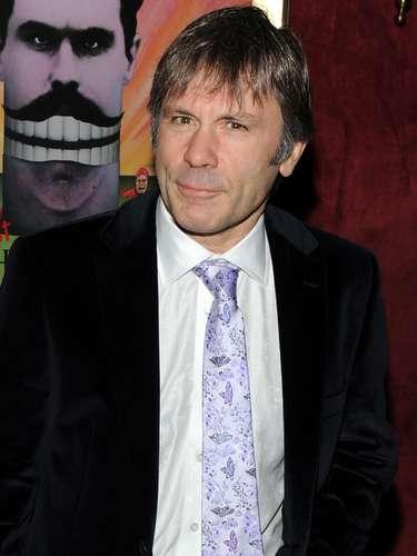 Bruce Dickinson, el vocalista de la banda de heavy metal Iron Maiden, confirmó su padecimiento de cáncer de lengua en febrero de 2015. En un comunicado, la banda anunció que la enfermedad fue detectada en una etapa temprana, pero que confían en la recuperación del cantante.