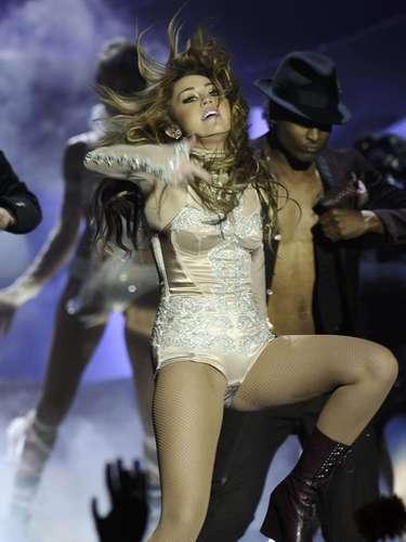 Pero en el 2010, con el lanzamiento de  Can't Be Tamed , Miley se convirtió oficialmente en una joven mostrando su figura con vestuario y movimientos sexuales, que muchas veces fueron cuestionados.