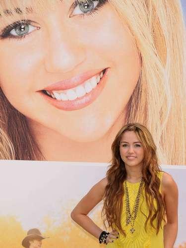 Miley, que empezó su carrera como una nena tierna y traviesa,  ha crecido frente a los ojos de la gente, que la vio convertirse en una adolescente rebelde y controversial.
