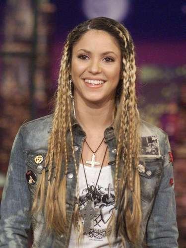 La carrera de Shakira cada vez despuntaba más. Sus sencillos 'Pies descalzos', 'Antología', 'Estoy aquí' y '¿Dónde estás corazón?' fueron el parte aguas en su carrera musical.