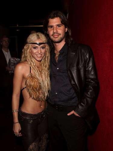 Dicho romance fue muy polémico debido a que los argentinos se quejaban de la gran vida del 'junior' con Shakira mientras el país se encontraba en crisis.