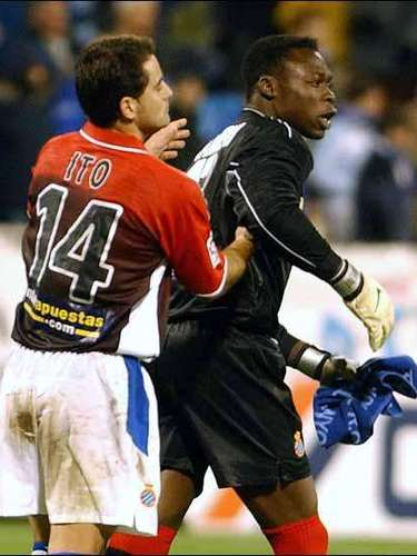 Espanyol goalkeeper Carlos Kameni was a victim of racial insults by Zaragoza fans in 2004.