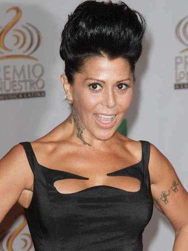 Alejandra Guzmán fue la más asediada de la velada, gracias a que enseñó mucho de su provocativo busto.
