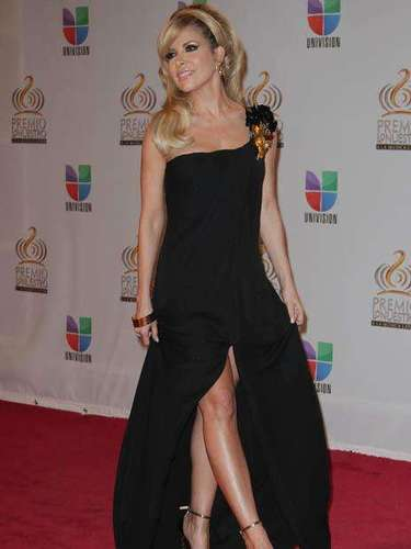 Gloria Trevi was gorgeous and sensual in this gown!