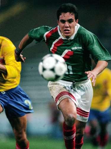 Cuauhtémoc Blanco debuta con Selección Mexicana en 1995 al mando de Miguel Mejía Barón, en duelo contra Uruguay.