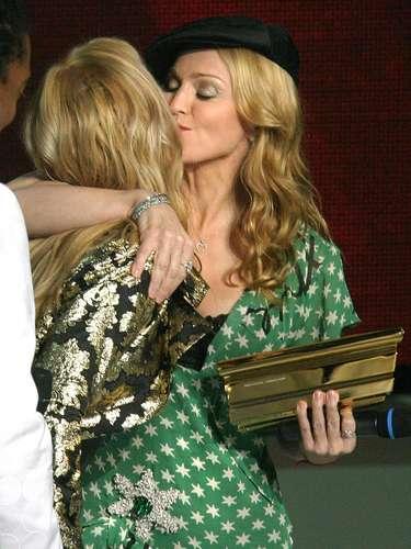 Madonna besa a Britney Spears.