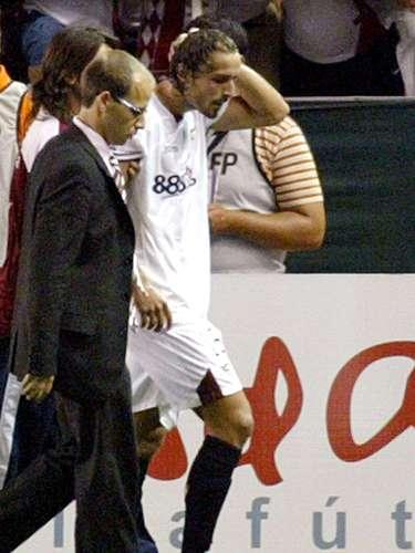 El 25 de agosto de 2007, en el transcurso del partido entre Sevilla y Getafe, Antonio Puerta, en el minuto 28, sufrió un desmayo como consecuencia de un paro cardiorrespiratorio. Ivica Dragutinovic le intentó sacar la lengua, de forma que no se la tragara. Pese a salir por su propio pie del terreno de juego, en los vestuarios volvió a sufrir cinco desmayos más. Fue reanimado gracias a un desfibrilador e ingresado en la Unidad de Cuidados Intensivos (UCI) del Hospital Universitario Virgen del Rocío de Sevilla, con ventilación mecánica e inestabilidad hemodinámica.