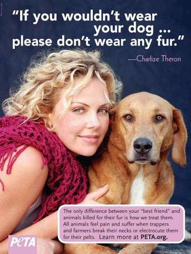 'Si no quieres usar a tu perro como vestimenta, entonces no portes pieles'. Charlize Theron y su mejor amigo felices posaron para PETA.