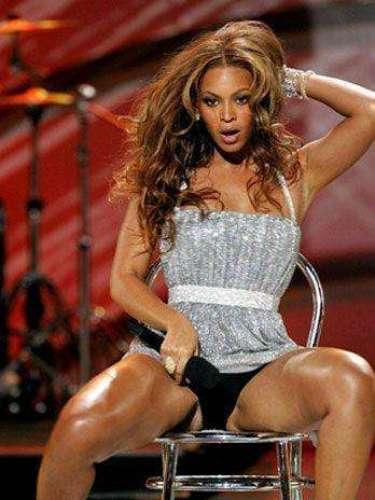 Beyoncé aparte de seducir en vivo, también le gusta exhibir el color de sus pantys.