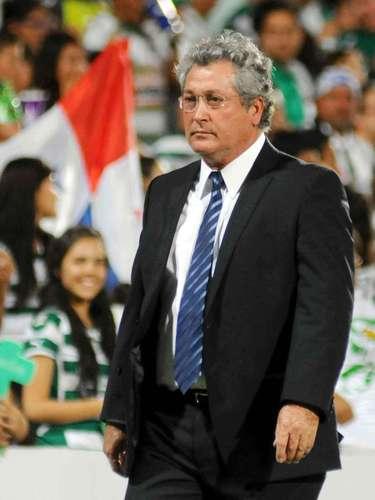 Víctor Manuel Vucetich, campeón con Monterrey en el Apertura 2010 y Apertura 2009. Con Pachuca en el Apertura 2003, con Tecos en la temporada 1993-1994 y con León en la 1991-1992.