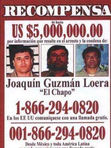 """Por ser uno de los más buscados, el gobierno de México mediante la Fiscalía ofreció unarecompensa de $30 millones de pesos, y el gobierno estadounidense $7 millones de dólares, por proporcionar información valiosa para la ubicación y detención de Joaquín 'El Chapo' Guzmán Loera. Actualmente """"El Chapo"""" sigue tras las rejas."""