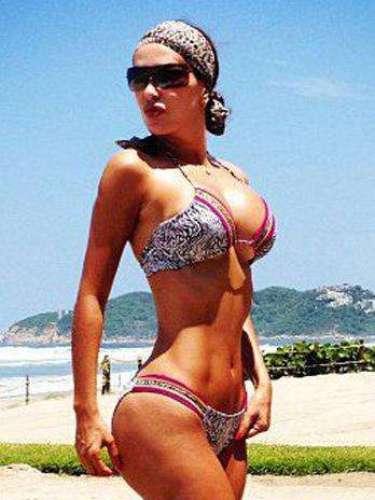 Ninel Conde no pierde la opotunidad de compartir con sus seguidores en Twitter fotos en pequeños bikinis.
