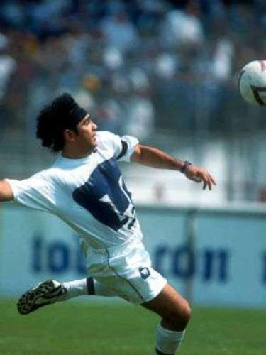 In 2000, he played in a legacy match for Cabinho where he played with Pumas for the last time and first expressed interest in managing the team.