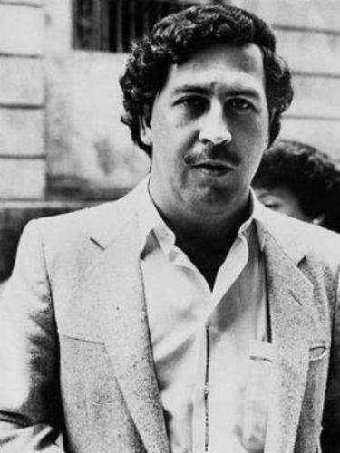 """Su familia siempre fue lo más importante para él y por eso siempre trató de darle la mejor vida.""""¿La familia? La familia es lo más importante en esta vida. Pa' qué sirve tener billete si no es para atender como a una reina a la mamá"""". Pablo Escobar."""