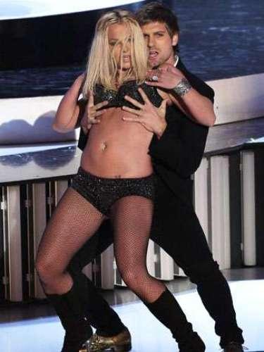 La cantante, luciendo como un verdadera stripper barata, hizo el ridículo en la entrega de los premios MTV Video Music Awards 2007.