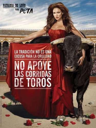 La actriz y ex Miss Panamá, Patricia De León en su campaña para PETA quiere recordar que la tradición no es excusa para la crueldad y crea conciencia para parar con las corridas de toros.