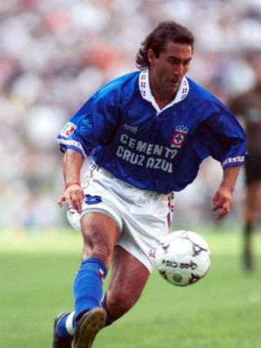 Julio Zamora left his impression on Mexico in the 1990s, especially with fans of Cruz Azul. The former Newells Old Boys winger arrived in 1993 along with forward Carlos Hermosillo and they were a formed a lethal duo, although they never won a championship.