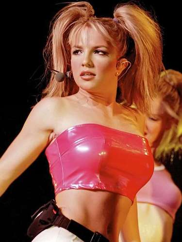 In the U.S. the hitmaker toured the whole country with sold out venues. In 1999, Brit became the first singer to top the Billboard Hot 100 from a debut single.