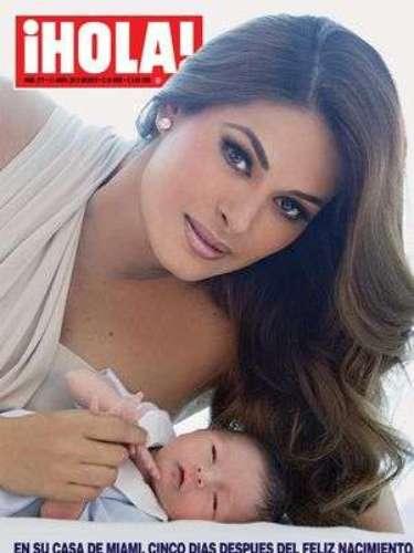 Galilea Montijo presenta a su hijo Mateo QUE nació el 23 de Marzo 2012. \