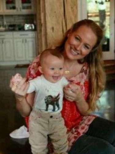 Jewel tuvo a su primer hijo, Kase Townes, en Agosto del 2011. La cantante country tuvo problemas para quedar embarazada, pero finalmente llegó el esperado bebé
