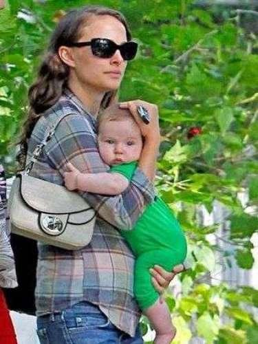 Natalie Portman con su primer hijo Aleph Portman-Millepied