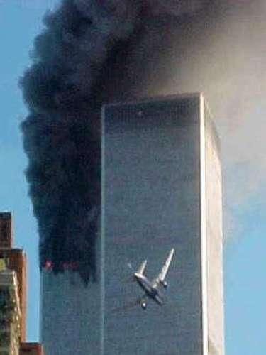 A las 9:37, el vuelo 77 choca contra el ala oeste del Pentágono. Dos minutos más tarde, la torre sur del WTC colapsa.