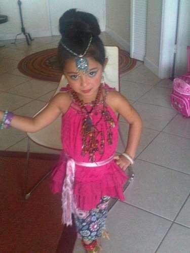 Alicia Machado, quien se encuentra viviendo en Miami con su familia, debido a sus compromisos de trabajo, festejó el día de los trabajadores con su hijita, el pasado lunes. \