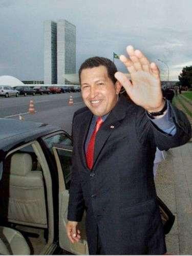 A principios del 2001 Hugo Chávez realizó una gira por varios países asiáticos.
