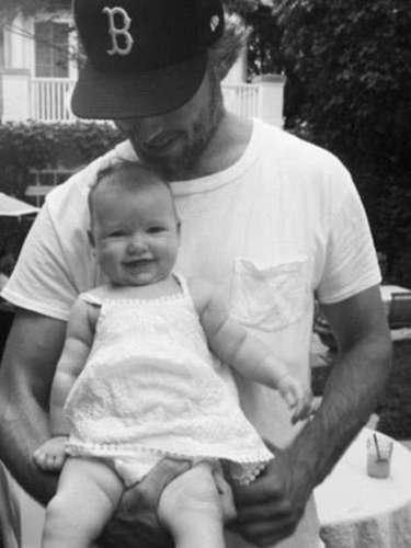 Papá Eric y Maxwell Johson, en una fota compartida por Jessica Simpson, en Twitter (septiembre 2012)