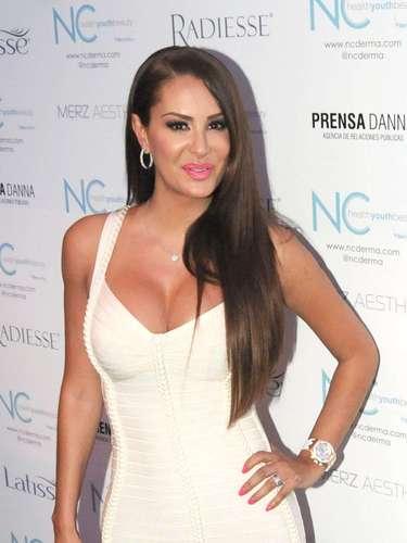 Ninel Conde acusó a su ex esposo el cantante, José Manuel Figueroa, de golpearla. La relación de amor y odio entre las estrellas terminó y José Manuel siempre negó las acusaciones de Ninel.