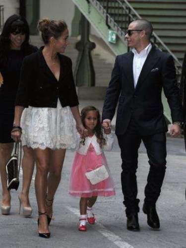 Jennifer López acudió al desfile de Chanel en la semana de la moda de París acompañada de su hija, Emme Maribel Muniz, y su novio, Casper Smart