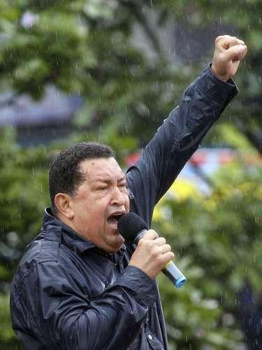 Más tarde en una extensa entrevista con la televisora oficial Chávez volvió a reconocer que ha cometido errores y que el mayor de ellos era no hacer seguimiento a muchos planes y obras. \