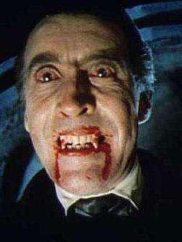 El Conde Drácula. Difícilmente se puede dejar por fuera de este listado a este personaje clásico del cine de terror. Christopher Lee le daría vida a este popular vampiro, en la película 'El Conde Drácula' creada en 1970, quien succiona la sangre de sus víctimas para mantenerse como un ser joven.