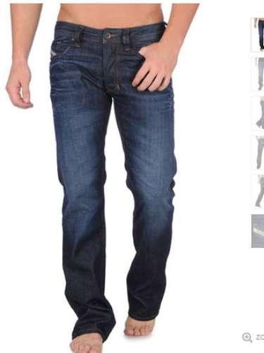 Los clásicos blue jeans de Diesel son un accesorio que no puede faltar en cualquier armario masculino ($180)