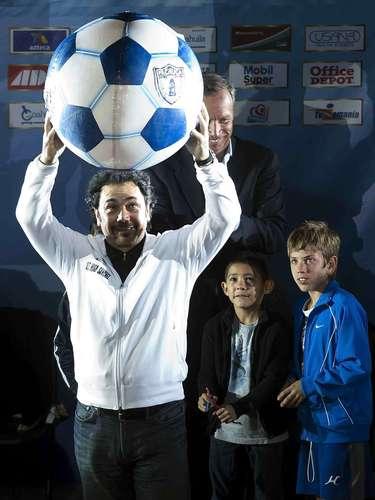 El 18 de Junio, Pachuca presenta a Hugo Sánchez como su nuevo timonel.