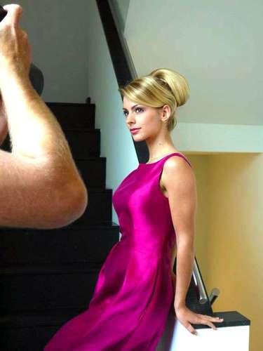 Es una modelo profesional con experiencia en certámenes de belleza internacionales ya que fue la ganadora del título Miss Holanda Mundo 2012, el cual le permitió concursar en dicho certamen en nombre de su país.
