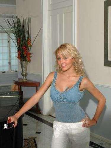 Su personaje fue 'Margarita Villaseñor' en este melodrama de Televisa hecho en 1991 y que fue protagonizado por Cecilia Tijerina, Tiaré Scanda, Emma Laura y Kate del Castillo, y que tuvo como antagonista a Alejandro Camacho.