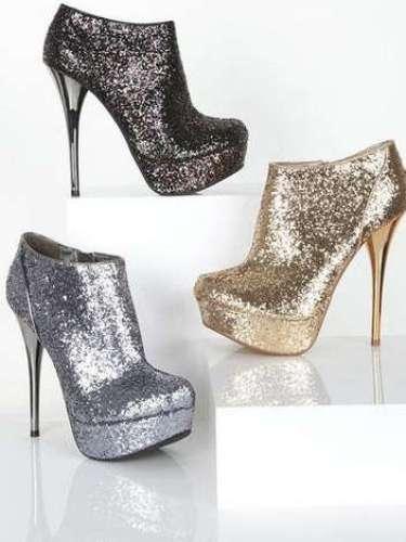 Glitter!: Si ésta no es la época de brillar ¿cuándo será?. Celebra con estas botitas brillantes de Delia´s.