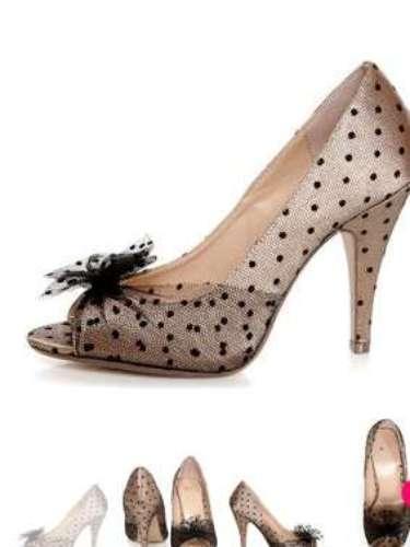 Los lunares siguen de moda, aún en la temporada de fiestas. Prueba con estos zapatos de lulus.com por 23 dólares.