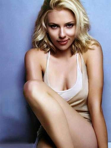 En 2004, Scarlett Johansson recibió una doble nominación para los Globos de Oro por sus trabajos del año anterior. Una en drama por 'La Joven con el Arete de Perla' y otra en comedia por 'Perdidos en Tokio'.