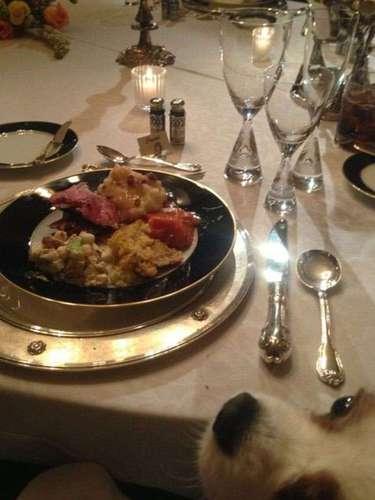 Hugh Hefner mencionó en tono de broma que su perro Charlie pensó que la cena era para él