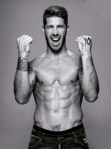 Quizá uno de los más moderados es Sergio Ramos, quien tiene tatuajes a manera de pulseras.