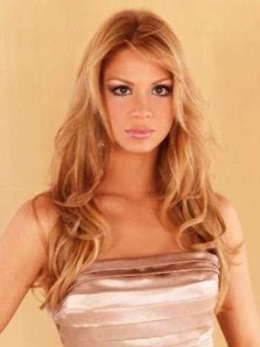 Egni es una prestigiosa modelo quien representó a su país en el certamen de Miss Mundo 2010 celebrado en Sanya, China, y logró colocarse entre las 25 finalistas. En el certamen Reina Hispanoamericana 2010 ganó el premio al mejor cuerpo y obruvo el título de Virreina y en 2012, durante el concurso de Miss Paraguay, en el que se presentó por segunda vez, ganó la corona de Miss Universo Paraguay 2012.