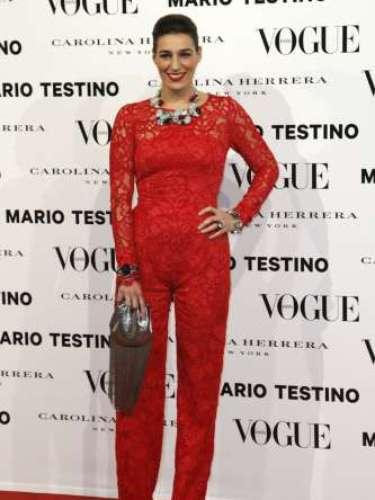 Eugenia Osborne lució un espectacular mono de encaje en color rojo. El 'dress code' de la noche requería el color blanco, rojo y negro.