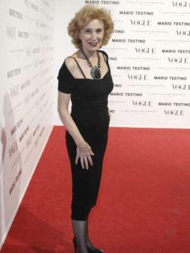 La actriz Marisa Paredes fue de las más elegantes de la noche. Ella le dio mucha importancia a los complementos que convirtió en un 'look' especial este vestido de Zara.